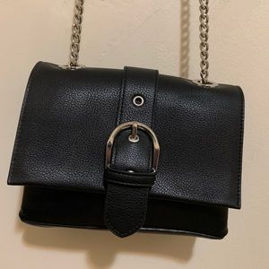 Faux leather chain crossbody bag (black)
